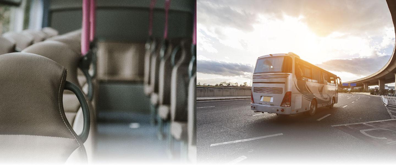 Cabina de bus y bus en la carretera